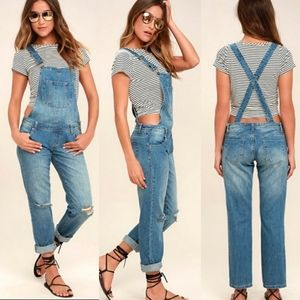 NWT Signature 8 distressed overalls jeans small